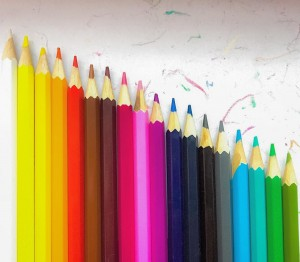 После манту жизня наша замерла дома. Побочные реакции - дело такое. Занятия пропускаем, ёлка под вопросом... Свои бесконечные mondeluz пожалела, поэтому пришлось купить сынке свои. Честно, руки чесались на наборы побольше, но заткнула свою гигантоманию подальше, уступив здравому смыслу. #детирисуют #детскийрисунок #рисование #карандаши #ярко #painting #drawing #pencil #pencils #pencildrawing #childrendrawing #childrenpainting